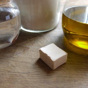 0Acqua, farina, olio e lievito. Questi gli ingredienti